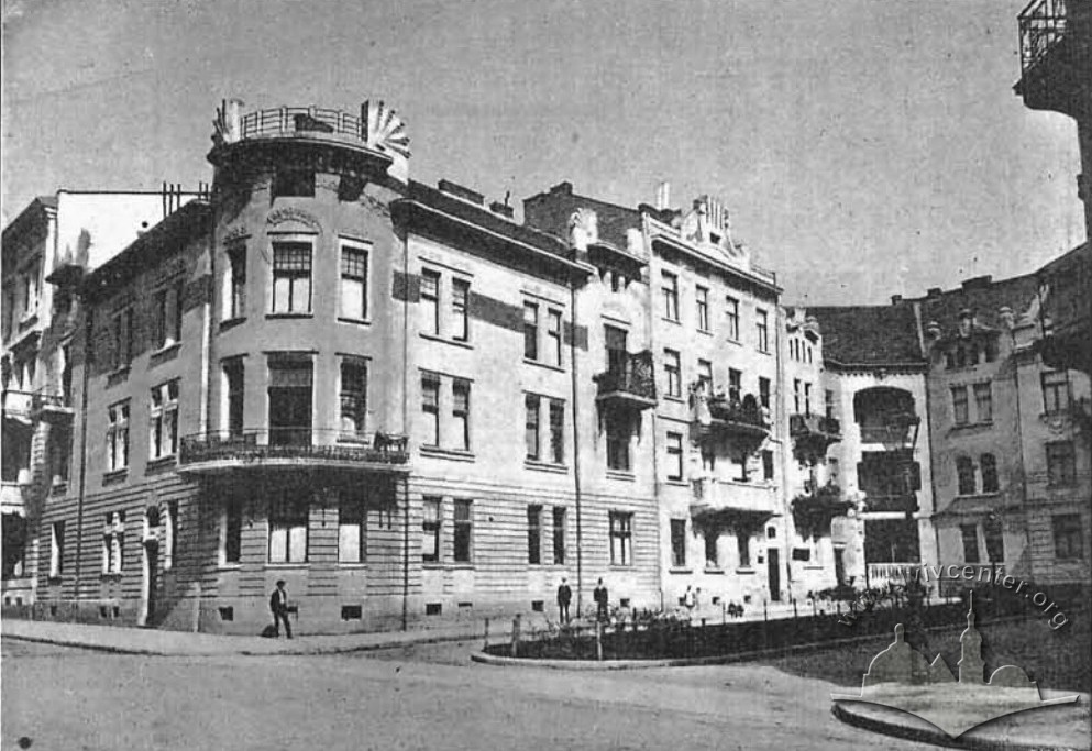 Bohomoltsia St. in 1908 just after the construction