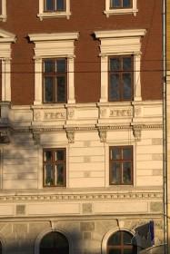 Вул. Валова, 14. Фрагмент фасаду (рівень 2-3 пов.)