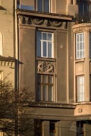 Вул. Валова, 13. Фрагмент фасаду в рівні 2-3-го пов.