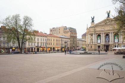 Просп. Свободи. Площа де у 1952-1990 рр. стояв пам'ятник Володимиру Леніну.