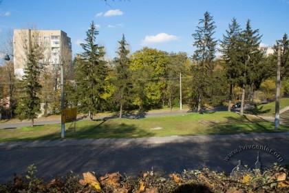 Вул. Личаківська. У центрі фото – місце колишнього пам'ятника танкістам