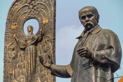 Part of Taras Shevchenko monument on prosp. Svobody