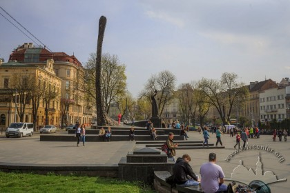 Prosp. Svobody. General view of the square with Taras Shevchenko monument. View from north towards south
