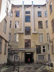 Вул. Коперника, 30. Тильний фасад фронтової частини кам'яниці
