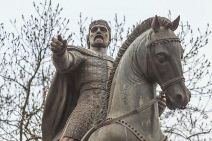 Деталь пам'ятника королю Данилу на пл. Галицькій