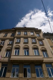 Вул. Беринди, 3. Фрагмент головного фасаду з еркером