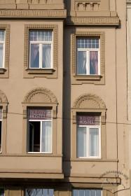 Вул. Беринди, 3. Фрагмент фасаду в рівні III-IV-го поверхів