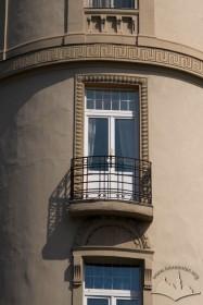 Вул. Беринди, 3. Балкон IV-го пов. на наріжній заокругленій частині будинку