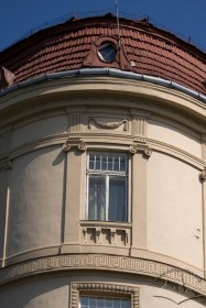 Вул. Беринди, 3. Вікно V-го пов. і фрагмент даху з люкарною