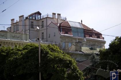 Вул. Беринди, 3. Вид на дах будинку (вид з пл. Підкови)
