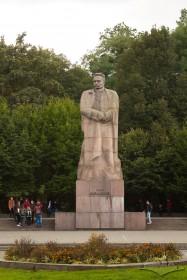 Вул. Університетська. Пам'ятник Іванові Франку
