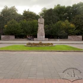 Вул. Університетська. Пам'ятник Іванові Франку. Площа перед пам'ятником