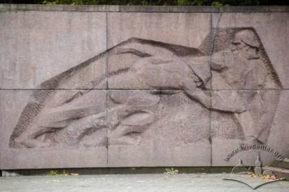 Вул. Університетська. Пам'ятник Іванові Франку. Одна з бічних стел