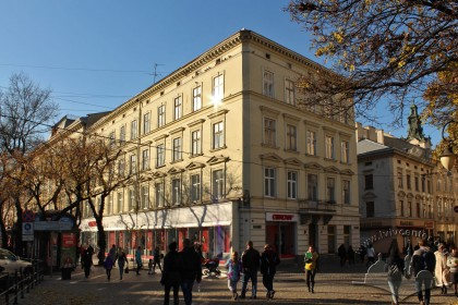 Вул. Галицька, 20. Загальний вигляд будинку з пл. Галицької (з південно-східного боку)