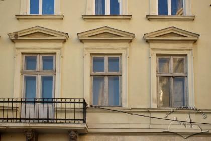 Вул. Галицька, 20. Вікна 2-го поверху зі столяркою 2-ої пол. ХІХ ст.
