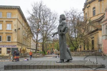 Пам'ятник Іванові Федорову на вул. Підвальній. Вигляд у бік середмістя