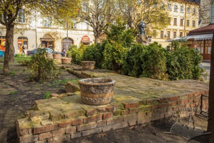 Pl. Pidkovy. Ivan Pidkova monument. On the foreground, the traced foundations of old Holy Spirit Hospital building