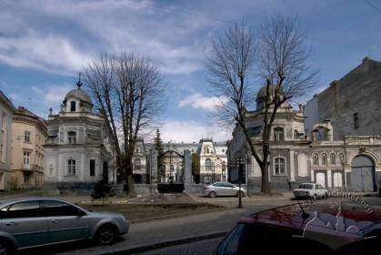 Вул. Пекарська, 19. Вигляд ансамблю колишнього палацу з вулиці.