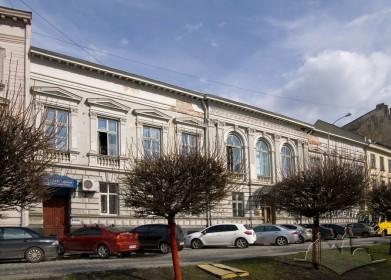 Prosp. Shevchenka, 13. The principal facade, a view from the northwest