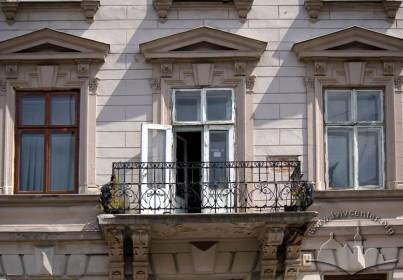 Просп. Шевченка, 11. Балкон 2-го пов. на головному фасаді