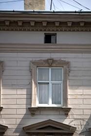 Просп. Шевченка, 11. Вікно 3-го пов.