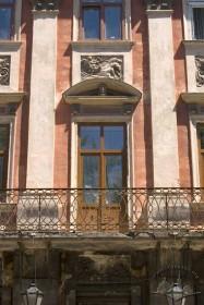 Пл. Ринок, 6. Фрагмент фасаду в рівні ІІ-го пов.