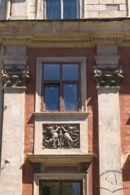 Пл. Ринок, 6. Вікно ІІІ-го пов.