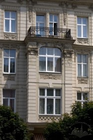 Prosp. Shevchenka, 25. A bay window on the principal facade