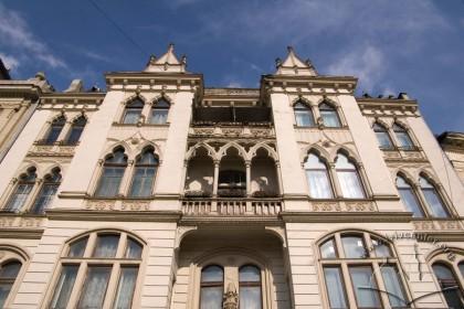 Просп. Шевченка, 21. Головний фасад в рівні ІІ-IV-го поверхів