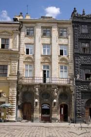 Пл. Ринок, 3. Вид на головний фасад кам'яниці
