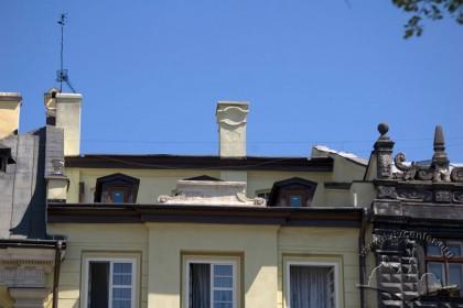 Пл. Ринок, 3. Вид на IV-ий поверх будинку і аттик