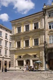 Pl. Rynok, 2. View of the main facade