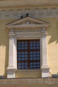 Пл. Ринок, 2. Вікно ІІ-го пов. з кам'яним обрамленням