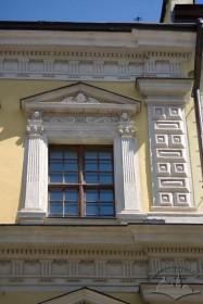 Пл. Ринок, 2. Фрагмент фасаду в рівні ІІІ-го пов.