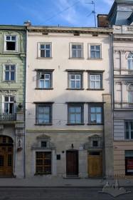 Пл. Ринок, 21. Вид на головний фасад кам'яниці
