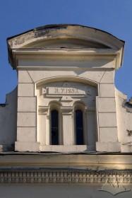 Вул. Котляревського, 1. Аттик на південно-західному фасаді