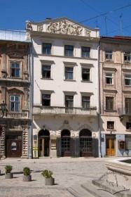 Пл. Ринок, 24. Вид на головний фасад кам'яниці