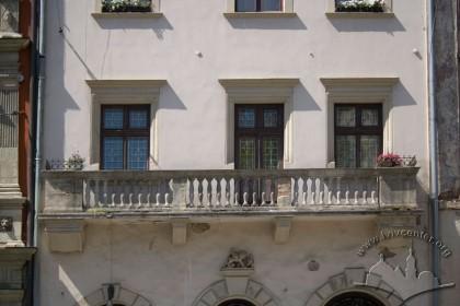 Пл. Ринок, 24. Фасад в рівні ІІ-го пов.