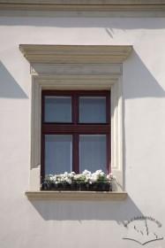 Пл. Ринок, 24. Вікно ІІІ-го поверху