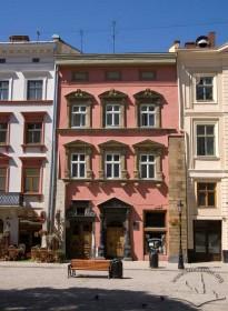 Pl. Rynok, 28. View of the building's main facade