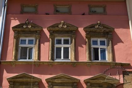 Pl. Rynok, 28. the 3rd floor windows