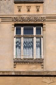 Вул. Брюллова, 4. Вікно 2-го поверху