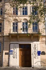 Vul. Vynnychenka, 24. The main entrance