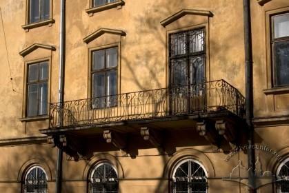 Vul. Vynnychenka, 24. 2nd floor balcony on the lateral facade