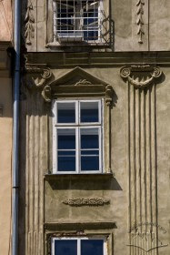 Pl. Rynok, 45. A 3rd floor window