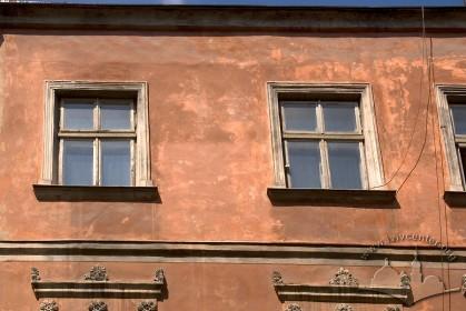 Вул. Ставропігійська, 5. Вікна 3-го поверху