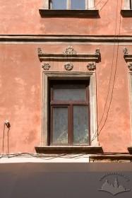 Вул. Ставропігійська, 5. Вікно 2-го поверху