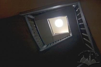 Вул. Ставропігійська, 5. Головна сходова клітка