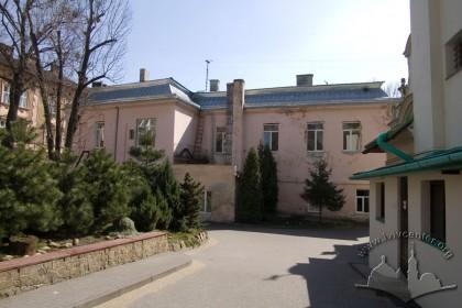 Вул. Личаківська, 49. Вигляд з півночі, справа - фрагмент будинку костелу