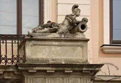 Вул. Театральна, 10. Скульптура Марса (скульптор Павло Ойтелє, 1850 р.)